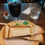 リヨン - アイスコーヒーと小倉プレスサンド