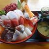 お食事酒処和 - 料理写真:ギガ海鮮丼