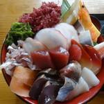 お食事酒処和 - ギガ海鮮丼