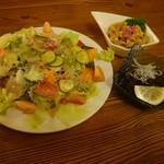 沖縄食材酒家 なかや - 海鮮どっさりサラダとミミガーの酢味噌和えともずく酢
