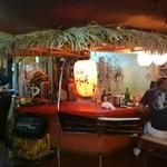 沖縄食材酒家 なかや - ライブはここで