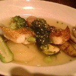 55689121 - 真鯛と旬の野菜のポアレ、浅利のスープ仕立て春菊ソース