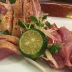 特攻チキン野郎 - 地鶏としまみかんのアップ。しまみかんはそこまで酸味が強くないので九州の甘い醤油にも良く合う。