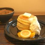 24/7 coffee&roaster - ホットケーキ(マンゴーとレモン)