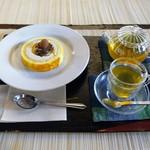 町家紅茶館 卯晴 - キャラメルアイスロールケーキ、マテ茶のジンジャーレモン