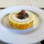 町家紅茶館 卯晴 - キャラメルアイスロールケーキ