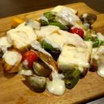 Bistro 千 - 6種の朝採り鎌倉野菜とチキンのラクレット (1,890円)