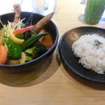 55702230 - チキンと1日分の野菜20品目(スープカレー)