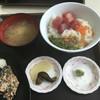 メフレ市場食堂 - 料理写真:魚屋丼@700円は、ハズレ!