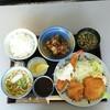とんかつ寛太 - 料理写真:海老フライとチキンカツのミックスランチ 赤だしor茶碗蒸しか選択 味噌別添え 880円