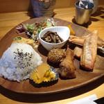 38 cafe - 料理写真:16/9/4 秋鮭ハラス定食