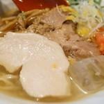 麺や 亀陣 - 鶏豚ニク