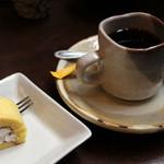 古窯庵 - デザート(ロールケーキとコーヒー)