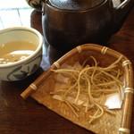 正覚 田中屋 - 料理写真:いわゆる突出しの蕎麦カリカリ。