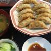 八味屋 - 料理写真:餃子定食、普通味¥650。店内にて