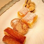 トラットリア キッコ - 料理写真:自家製の小菓子