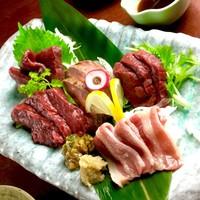 肉寿司・刺身・炙り・鍋など彩り豊かで種類豊富な馬肉メニュー