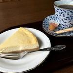 よしのや - 女将手づくりのチーズケーキとコーヒーセット(600円)