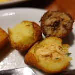 カフェ・ド・セントロ - サウガジーニョ 四角いのはトウモロコシの粉を揚げたポレンタ