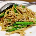 中国料理 大三元 - 料理写真:ニンニクの茎と豚肉の細切り炒め