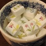 メアリルボーン - テーブルに置いてあるお砂糖もかわいいなぁ。