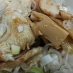 中華そば みたか - ネギの下にはチャーシューと竹の子がたっぷり