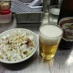 中華そば みたか - 中瓶ビール500円とチャーシュー皿400円です