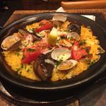 スペインバル バリオ - ナスとトマトとベーコンのパエリア¥900
