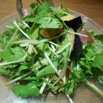 臥薪 鉃 - マグロと揚げ茄子のバクチーサラダ