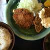 丸よし - 料理写真:メンチとアジフライ