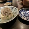 ちょっとBAR ごっつあん - 料理写真:ぶっかけシラス豆腐 500円、右は100年前の皿