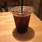 55910164 - アイスコーヒー。                       ポテトフライとアイスコーヒーのSセットは、税込357円。                       旨し。