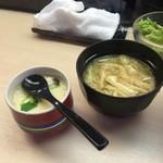 すしざんまい - 味噌汁と茶碗蒸し