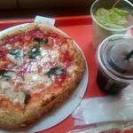 ナポリス ピッツァ&カフェ - マルゲリータ:350円外税、サラダセット:380円外税