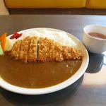 カレー一家 - カツカレー(スープ・ドリンク付き、880円)