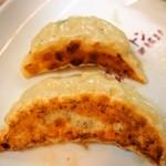 中華トントン - 上:びっくり餃子、下:ジャンボびっくり餃子
