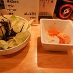 中村屋 - お通し&小鉢(鶏キムチ)