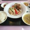 チャイニーズティンバー - 料理写真:海老と野菜の塩炒め 特製揚げ焼売付き