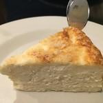 A WORKS - パルミジャーノ・レッジャーノのチーズケーキ