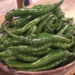 夷川 燕楽 - 伏見唐辛子  京都の野菜を炭焼きで