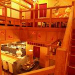 夷川 燕楽 - 1階はゆったりカウンタ-と個室が3つ、2階は40名までの宴会場