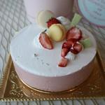 パティスリー アマラ - 料理写真:イチゴとホワイトチョコレートのアントルメ
