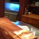 串かつ あーぼん - あっちの水槽に海老がいっぱい!