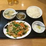 魯園菜館 - ニンニクの芽と玉子豚肉炒めランチ¥750( '16.09)