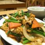 魯園菜館 - ニンニクの芽と玉子豚肉炒め( '16.09)