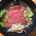道玄 - チャーギュウ麺の塩。ローストビーフを乗せたラーメン。肉は以前の方が良い肉でしたけどたまたまかもしれません。普通の赤身肉ですね。