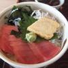 ふく・いけす料理 大漁 - 料理写真:二色丼