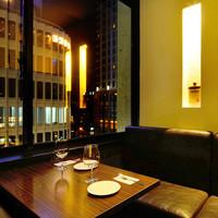デートにオススメ♪夜景の見える個室でゆっくりお食事を。