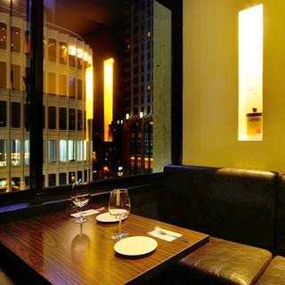 デートにオススメ♪夜景の見えるボックス席でゆっくりお食事を。