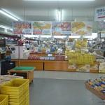 網走海鮮市場 - 店内広いです